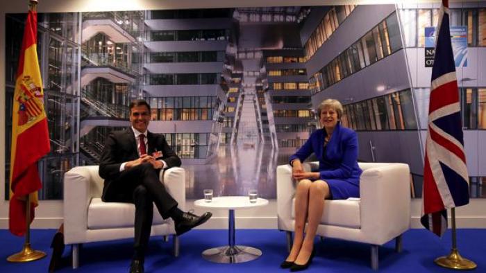 El presidente español, Pedro Sánchez, con la primera ministra británica, Theresa May