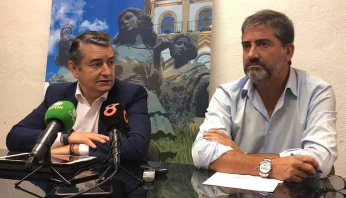 Antonio Sanz y el candidato popular a la alcaldía de La Línea, Juan Pablo Arriaga