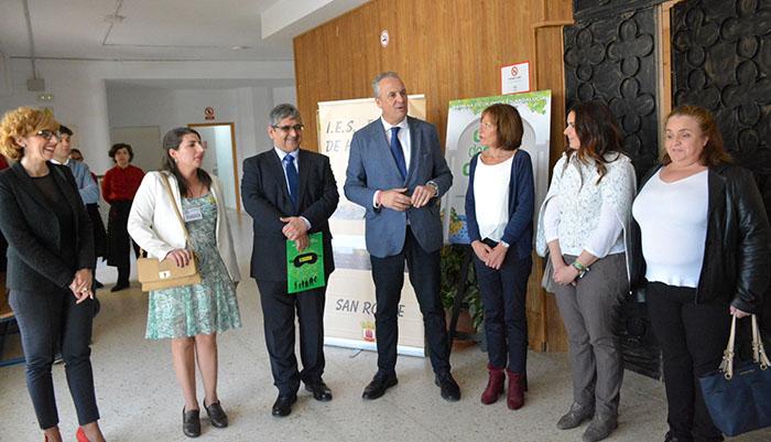 El alcalde de San Roque acudió a la Escuela de Hosteleria