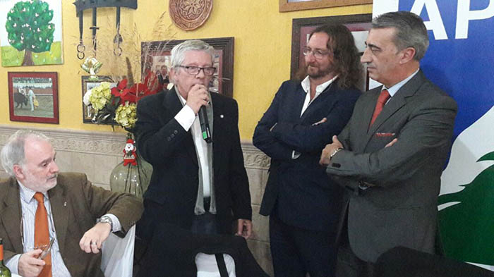 Ildefonso Sena, durante su intervención, junto a Luis Romero, Shus Terán y Javier Martínez