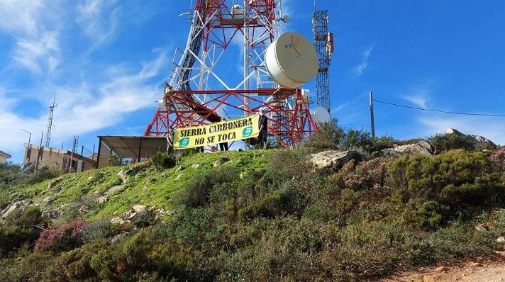 La pancarta desplegada hoy por Verdemar. Foto: NG