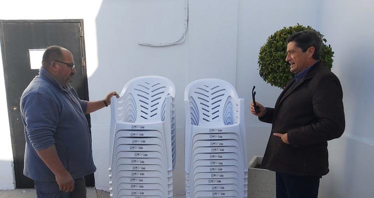 Las sillas ya están en el cementerio