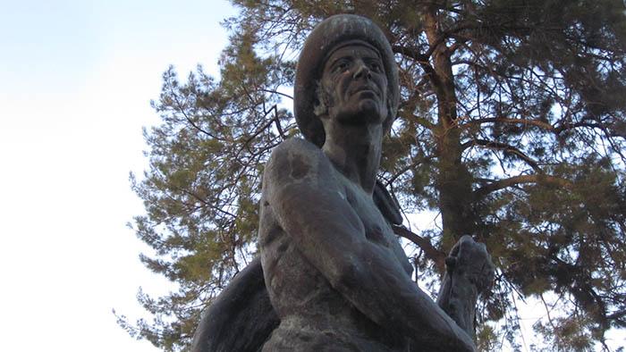 Monumento al gibraltareño Simón Susarte en el parque del mismo nombre