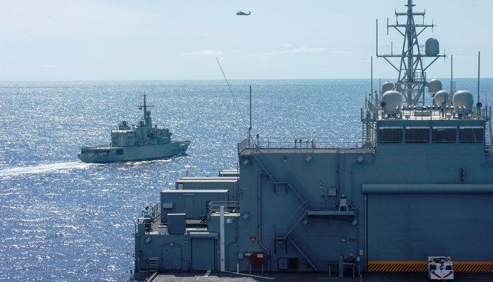 """Un momento del ejercicio del 'USS Hershel """"Woody"""" Williams' y la fragata marroquí 'Mohammed V'. Foto US Navy/Conner Foy"""