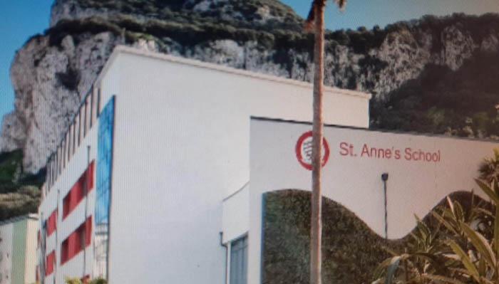 Los aparcamientos se ofrecen en St Anne´s Shool y Notre Dame