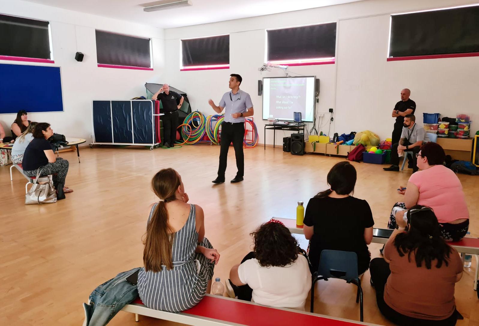 Un momento de la charla a los profesores. Foto RGP