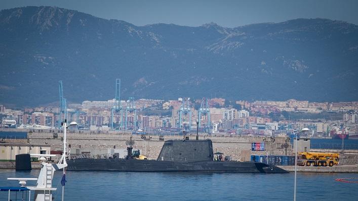 Imagen de esta misma tarde del submarino SSN HMS Artful. Foto: Sergio Rodríguez