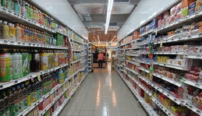 Un pasillo de un supermercado