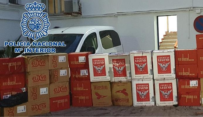 Parte del cargamento de tabaco alijado, en depedencias policiales