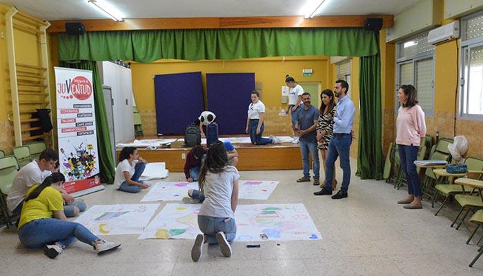 Los alumnos del Castilla del Pino en el taller de arteterapia