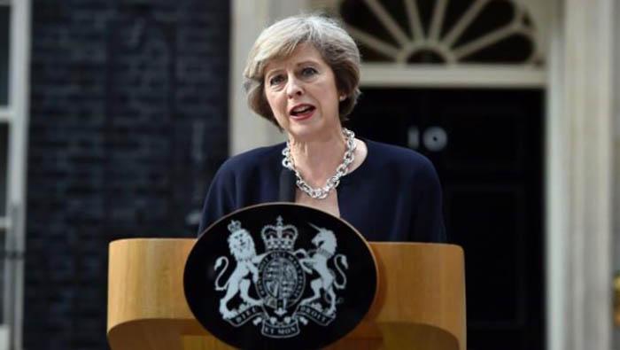 Theresa May, ante el 10 de Downing Street