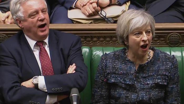 Theresa May y David Davis Brexit Cámara Comunes Reino Unido