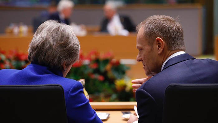 Theresa May y Donald Tusk en la cumbre del Brexit