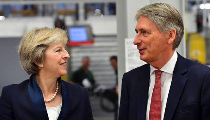Theresa May y Philip Hammond