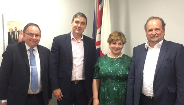 Thornberry junto a los miembros del GSD, Clinton, Feetham y Vasquez, de izquierda a derecha