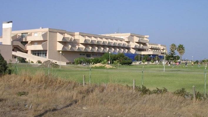 Una imagen del exterior de la Residencia Tiempo Libre de La Línea