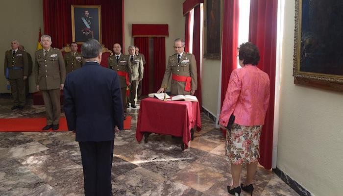 Un momento del acto de toma de mando del comandante general de Ceuta, esta mañana. Foto COMGECEU