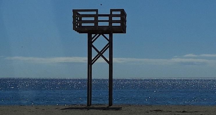Una de las nuevas torres de vigilancia del litoral linense