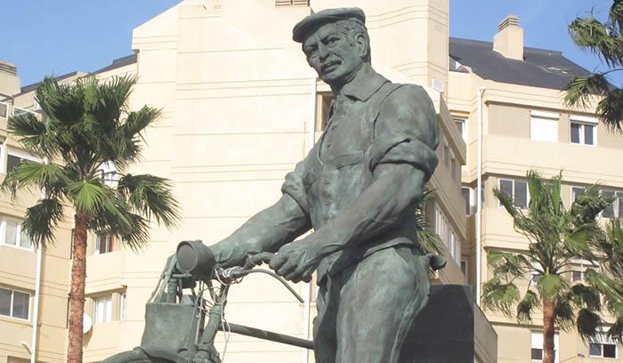 Monumento al trabajador en Gibraltar, obra de Nacho Falgueras