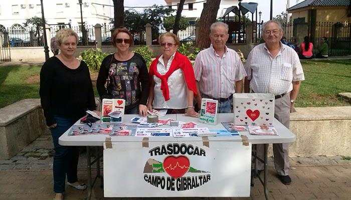 Mesa informativa de miembros de Trasdocar