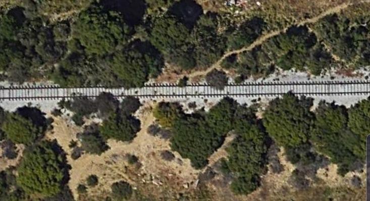 Imagen aérea de la vía del tren que llegaba a La Línea de la Concepción