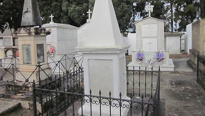Tumba de los liberales fusilados en 1831. Cementerio de San Miguel, en San Roque. Foto APG