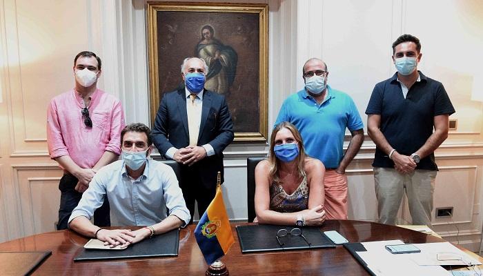 La Asociación Cultural de Tunas de Peritos de Algeciras visita el Ayuntamiento