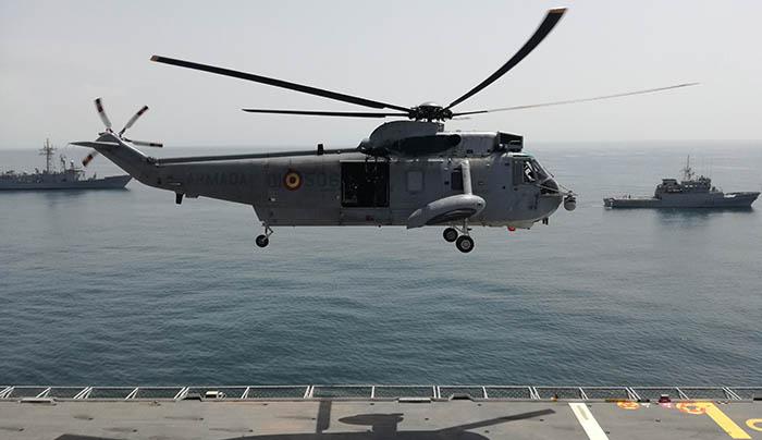 Unidades de la Armada maniobrando en el golfo de Cádiz. Foto LR