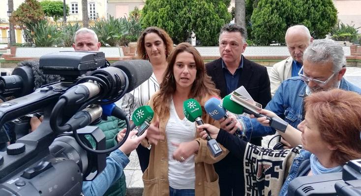 Noelia Vera, junto a compañeros de partido este lunes en La Línea