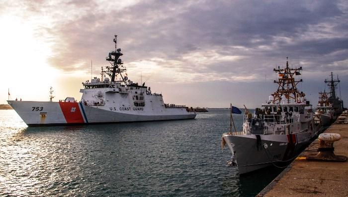 El 'USCGC Hamilton' entrando a puerto en la base de Rota, esta mañana. Foto US Navy/Sexta Flota