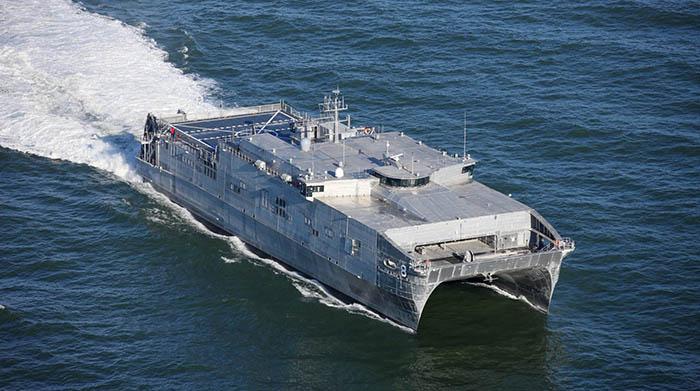 El catamarán de transporte rápido USNS Yuma