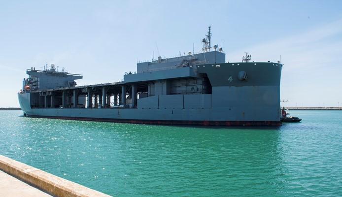 """El 'USS Hershel """"Woody"""" Williams' (ESB 4), a su llegada a Rota. Foto US Navy/ Christina Brewer"""