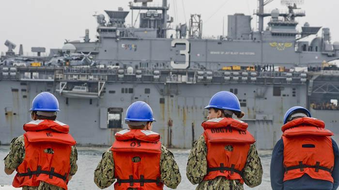El LHD3 'Kearsarge' durante la maniobra de atraque en Rota, el pasado 30 de junio. Foto Eduardo Otero/US Navy