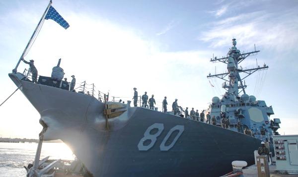 El 'USS Roosevelt' a su llegada al puerto de la base de Rota. Foto US Navy / Katie Cox