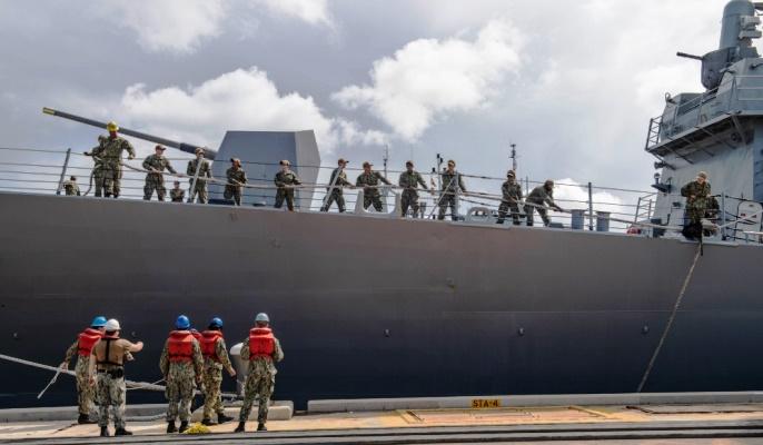 El 'USS Roosevelt' a su llegada a la base de Rota el pasado mayo. Foto US Navy / Katie Cox