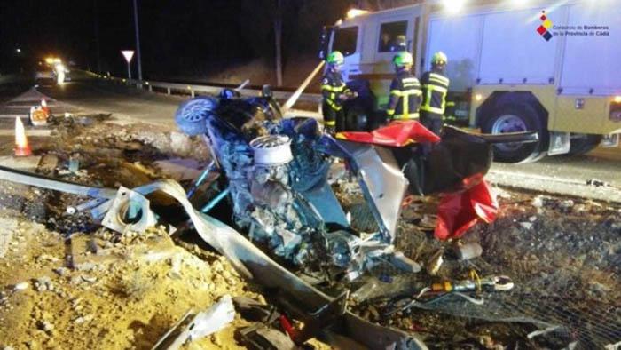 Estado en que quedó el Audi accidentado. (Consorcio de Bomberos Provincial de Cádiz)