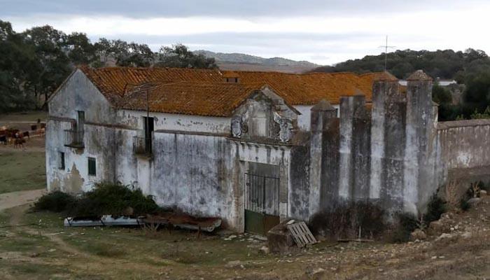 Una de las fincas abandonadas en La Almoraima
