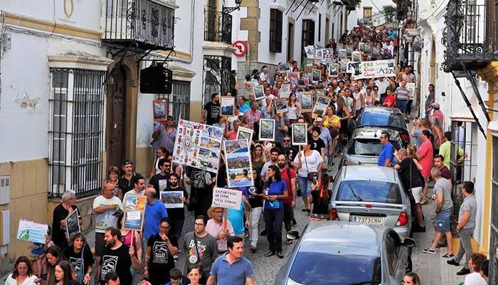 La manifestación convocada por Verdemar en San Roque contó con gran participación