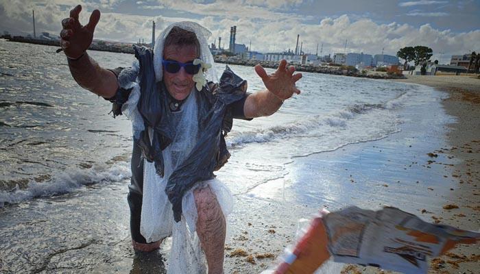 Uno de los activistas de Verdemar Ecologistas en Acción durante la protesta
