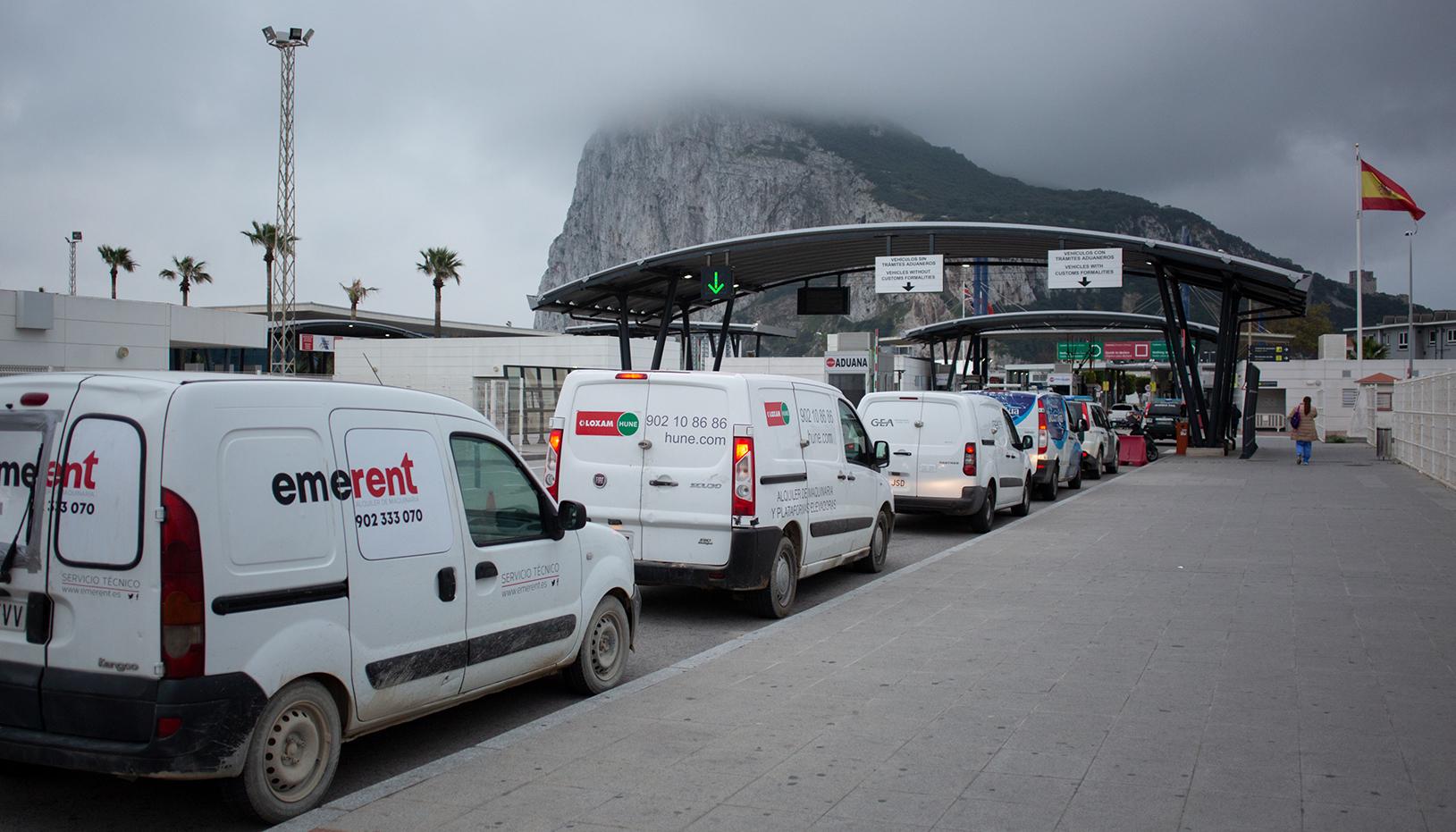 Entrada del tráfico por la Verja. Sergio Rodríguez