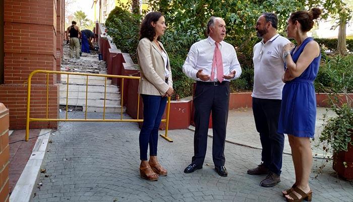 El alcalde y la delegada de Urbanismo en su vista a las obras
