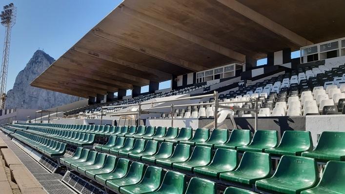 El Estadio Municipal de La Línea, antes de la demolición de la visera