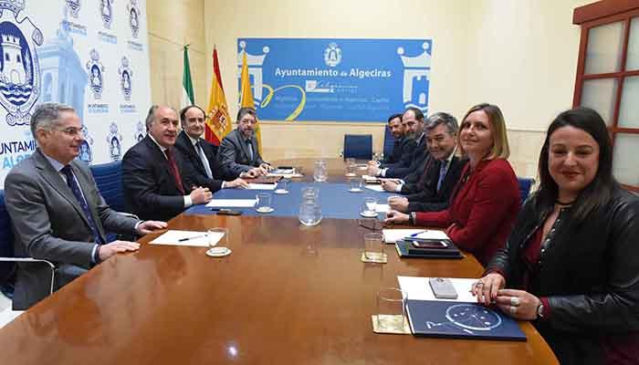 Landaluce, durante la visita al Ayuntamiento del nuevo presidente de la APBA