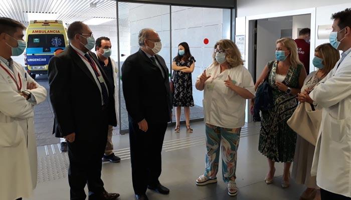 El gerente del SAS, durante la visita