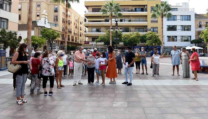 El alcalde de Algeciras visita a los mayores del programa 'Vida saludable'