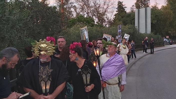 Algunos de los manifestantes, anoche en San Roque