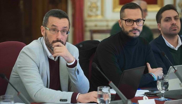Juan Franco y Mario Fernández, en el pleno de esta mañana
