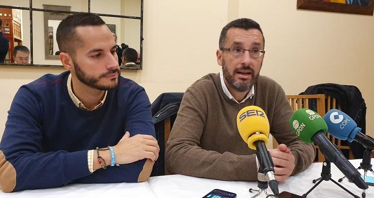 Juan Franco, esta mañana, junto al concejal Mario Fernández