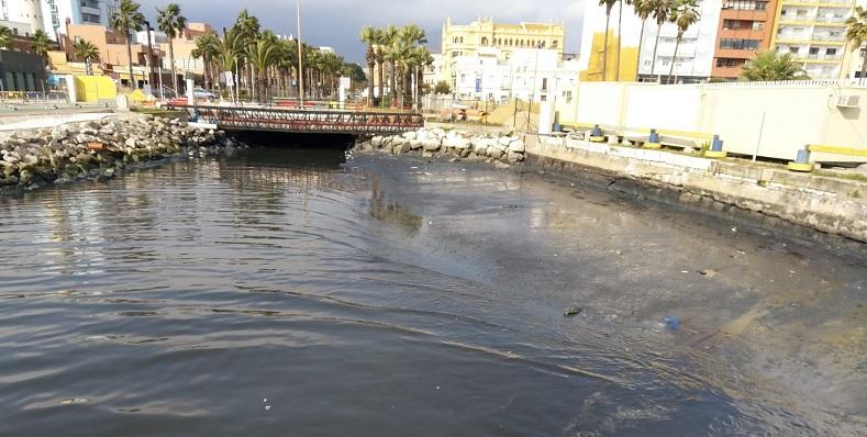 Imagen difundida por Verdemar en la denuncia de los vertidos de Algeciras