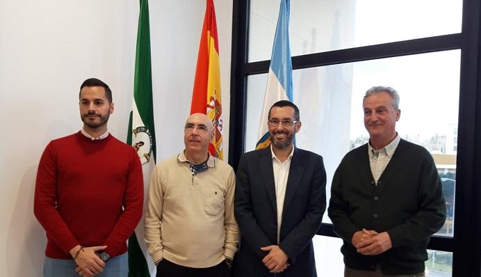 Pepe Torres, esta mañana, junto al alcalde y a los concejales Fernández y Valle